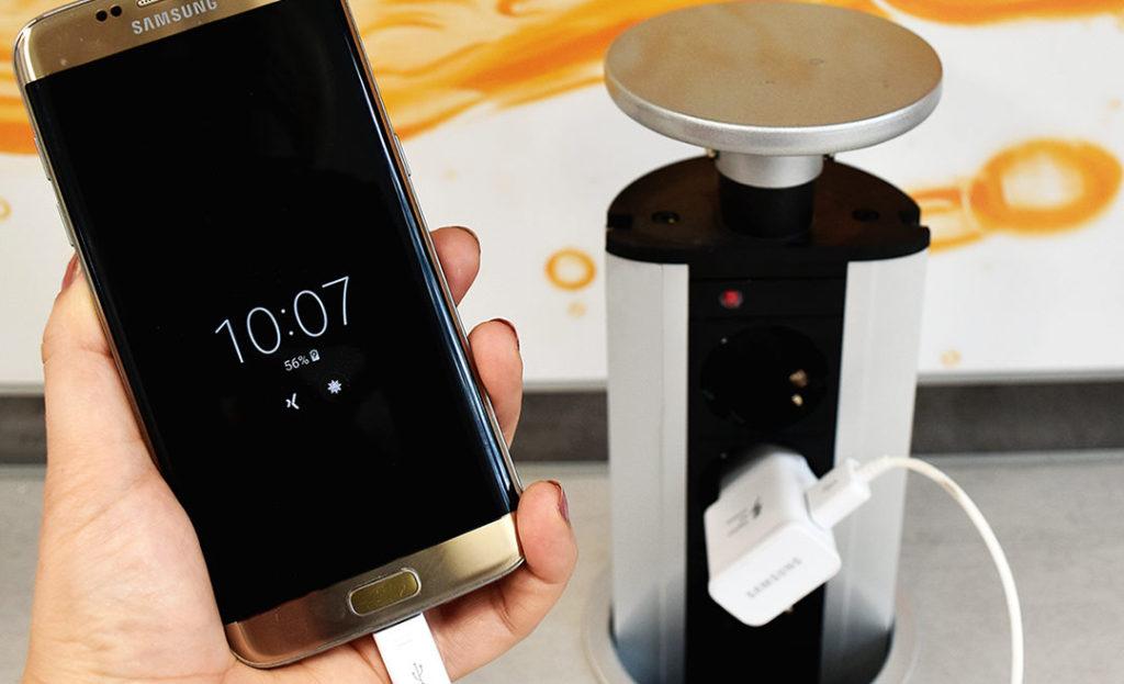 Smartphone über die Steckdose laden