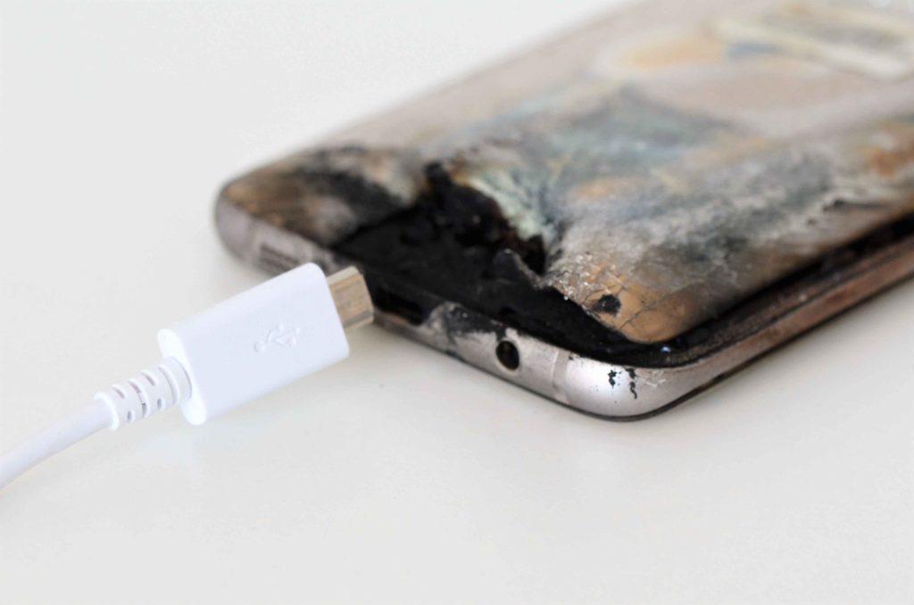 Wenn der Akku beim Laden überhitzt, kann das Handy Feuer fangen