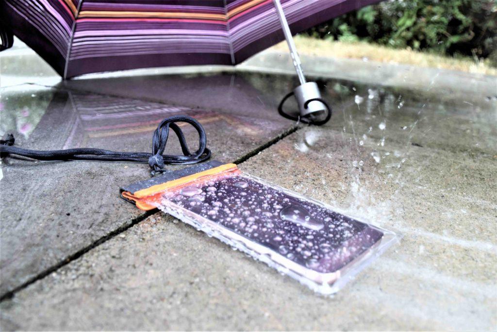 Auch Regenwetter halten die wasserdichten Schutzhüllen stand.