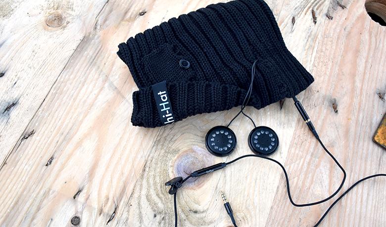 Die Lautsprecher können leicht aus der Mütze herausgenommen werden.